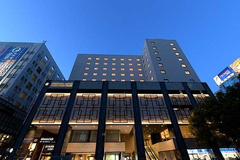 Building, Architecture, Metropolitan area, Sky, Commercial building, City, Urban area, Landmark, Condominium, Human settlement,