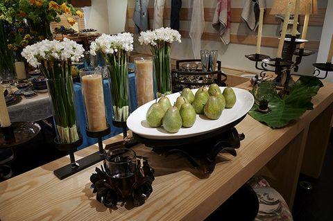 Flower, Floristry, Table, Floral design, Plant, Flower Arranging, Room, Centrepiece, Vase, Interior design,