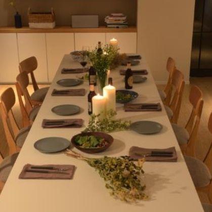 Property, Table, Interior design, Room, Dining room, Furniture, Centrepiece, Function hall, Restaurant, Floral design,