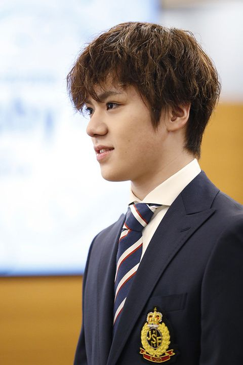 Hair, Official, Chin, Forehead, Uniform, White-collar worker, Suit, Formal wear,