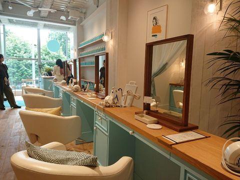 Lighting, Interior design, Interior design, Mirror, Picture frame, Hall, Cabinetry, Houseplant, Cupboard, Armrest,