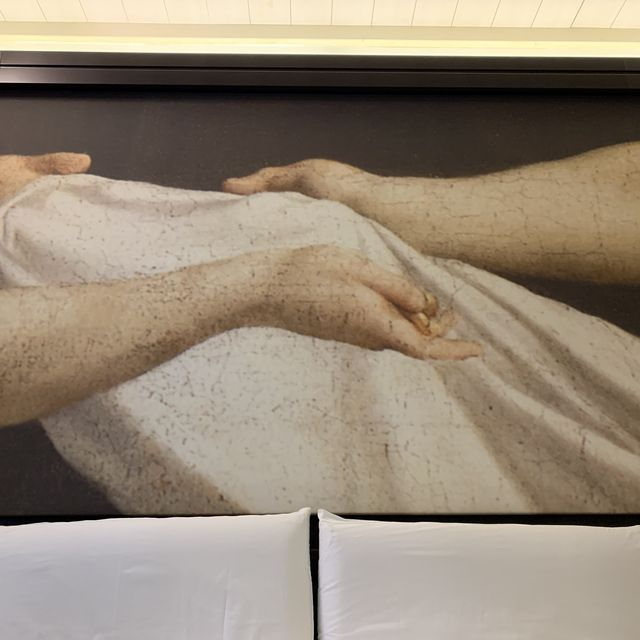 Joint, Wrist, Sculpture, Paper, Paper product, Statue, Carving,