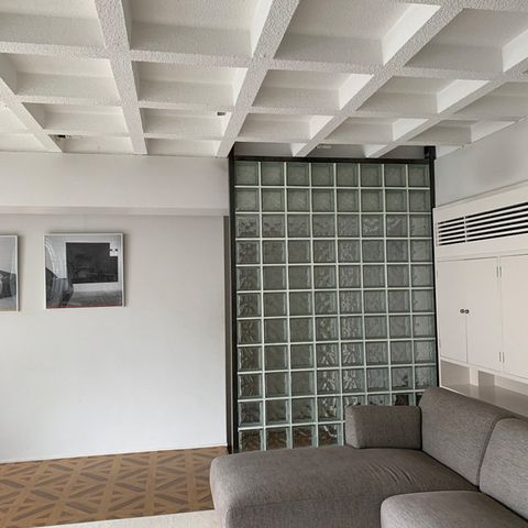 Ceiling, Room, Property, Interior design, Building, Architecture, Wall, Floor, Daylighting, Furniture,