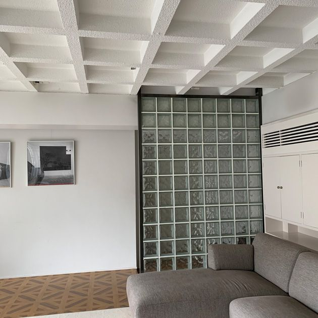 Ceiling, Room, Property, Interior design, Building, Wall, Architecture, Floor, Daylighting, Furniture,