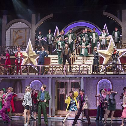 Theatrical scenery, Musical, Entertainment, Musical theatre, Performance, heater, Performing arts, Stage, Event, Theatrical property,