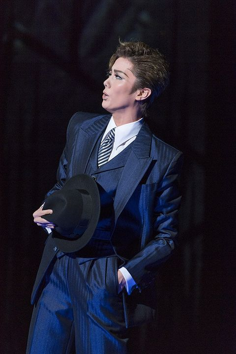 Suit, Formal wear, Blazer, Tuxedo, Outerwear, Performance, White-collar worker, Electric blue,