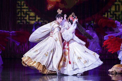 Entertainment, Performance, Performing arts, Stage, Dance, Event, Performance art, Dancer, Costume design, Fashion,