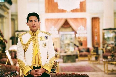 Yellow, Tradition, Photography, Temple, Suit, Formal wear,