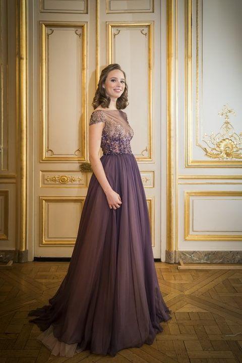 Dress, Shoulder, Floor, Textile, Photograph, Flooring, Formal wear, Gown, One-piece garment, Waist,