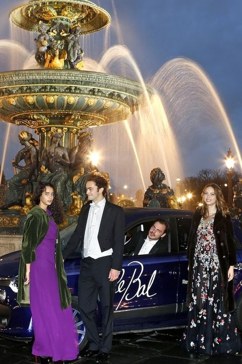 Fountain, Suit, Coat, Water feature, Formal wear, Dress, Holiday, Luxury vehicle, Haute couture, Tourist attraction,