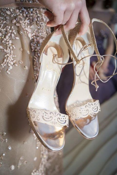 Shoe, Bridal accessory, Natural material, Fashion, Bridal shoe, Glitter, Beige, Close-up, Metal, Sandal,