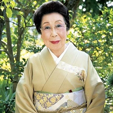 Sleeve, People in nature, Spring, Costume, Garden, Kimono, Portrait photography, Portrait, Robe, Button,