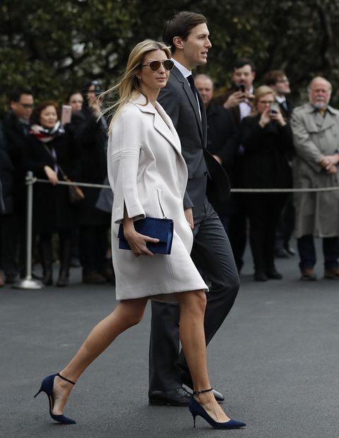 Footwear, Leg, Sleeve, Outerwear, Human leg, Coat, Formal wear, Style, Street fashion, Blazer,