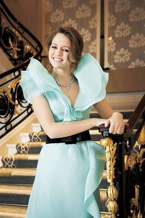 Dress, Formal wear, Fashion accessory, Teal, Stairs, Turquoise, Jewellery, Waist, Necklace, One-piece garment,