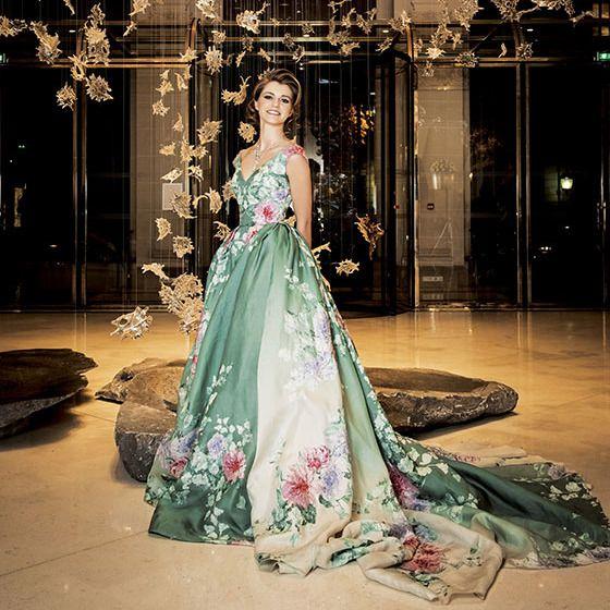 Gown, Fashion model, Dress, Clothing, Formal wear, Haute couture, Fashion, Wedding dress, Shoulder, Fashion design,