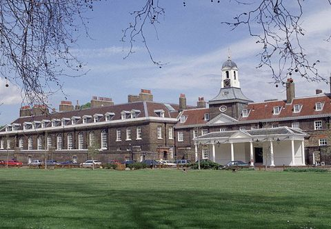 Estate, Building, Landmark, Mansion, Architecture, House, Stately home, Palace, Grass, Home,