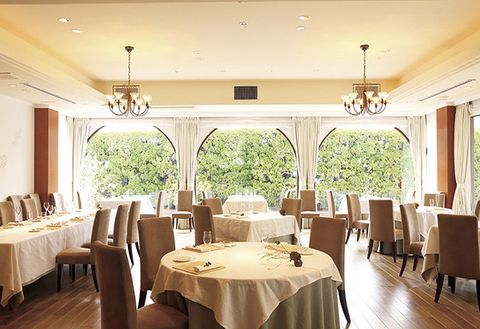 Restaurant, Room, Property, Building, Interior design, Ceiling, Dining room, Function hall, Table, Real estate,