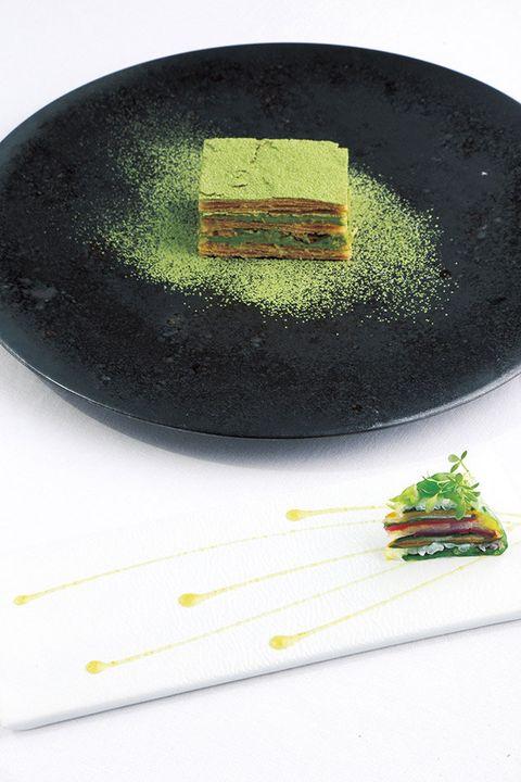 Dishware, Plate, Platter, Kitchen utensil, Vegetarian food,