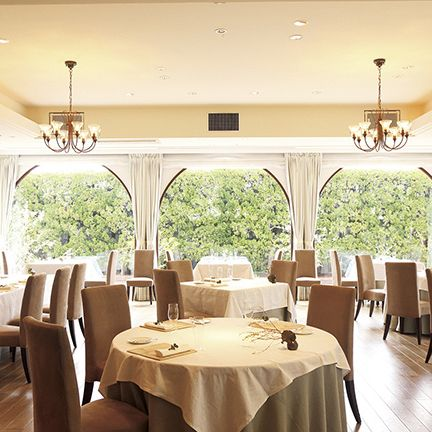 Restaurant, Room, Property, Building, Interior design, Dining room, Ceiling, Real estate, Table, Function hall,
