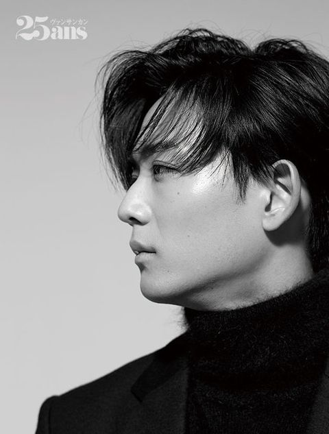 Hair, Face, Hairstyle, Chin, Eyebrow, Forehead, Black hair, Jaw, Neck, Black-and-white,