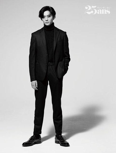 Suit, Clothing, Standing, Formal wear, Fashion, Fashion model, Outerwear, Blazer, Human, Model,