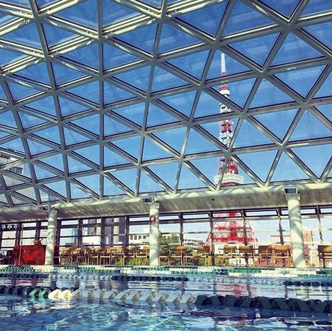 Building, Architecture, Daylighting, Swimming pool, Sky, Window, Leisure, Reflection, Glass, City,