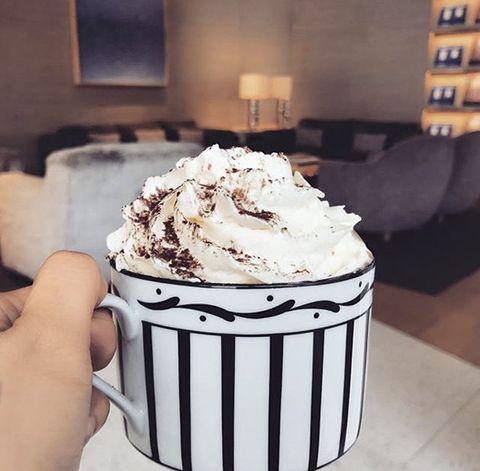 Buttercream, Food, Whipped cream, Dessert, Cream, Frozen dessert, Icing, Dish, Cupcake, Cuisine,