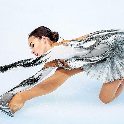 Figure skate, Figure skating, Ice skating, Ice dancing, Skating, Ice skate, Leg, Dancer, Footwear, Recreation,