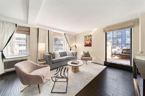 Property, Room, Furniture, Interior design, Living room, Building, House, Real estate, Home, Floor,