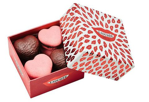 Giri choco, Honmei choco, Food, Chocolate truffle, Confectionery, Heart, Baking cup, Chocolate,