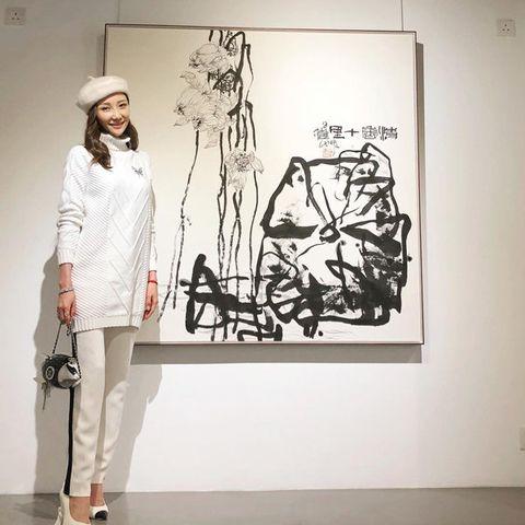 White, Black-and-white, Visual arts, Fashion, Art, Design, Fashion design, Illustration, Outerwear, Drawing,