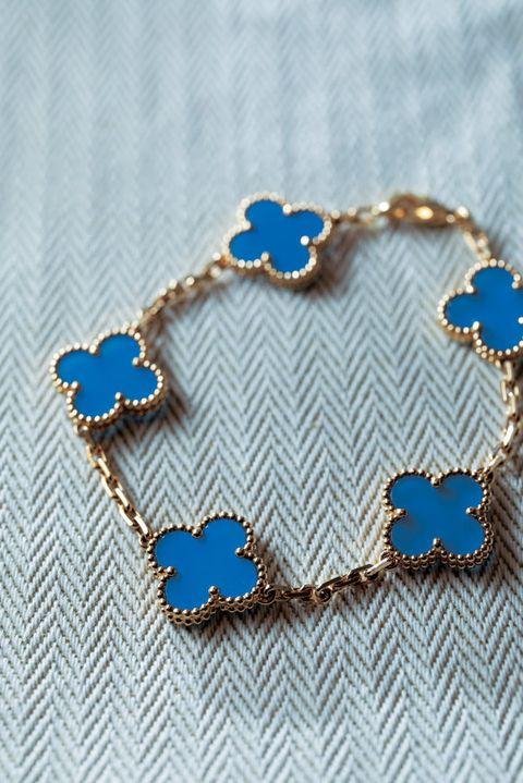Blue, Cobalt blue, Body jewelry, Fashion accessory, Jewellery, Chain, Electric blue, Bracelet, Necklace, Metal,