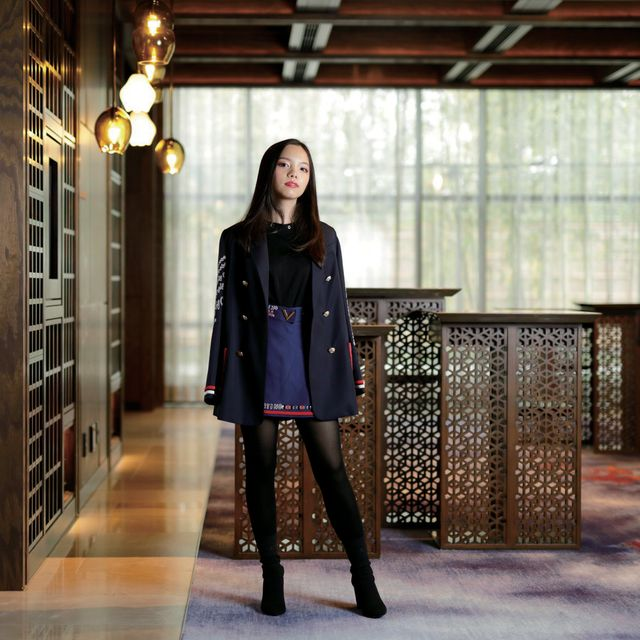 Clothing, Street fashion, Fashion, Knee-high boot, Leather, Beauty, Riding boot, Footwear, Knee, Outerwear,
