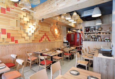 Restaurant, Building, Interior design, Property, Room, Café, Wall, Fast food restaurant, Coffeehouse, Table,