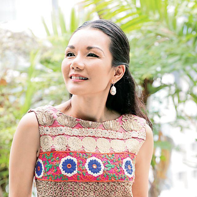 Clothing, Beauty, Yellow, Fashion, Pattern, Photo shoot, Neck, Pattern, Top, Design,