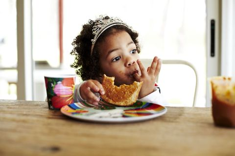 Junk food, Eating, Child, Food, Fast food, Sweetness, Meal, Food craving, Breakfast, Cup,