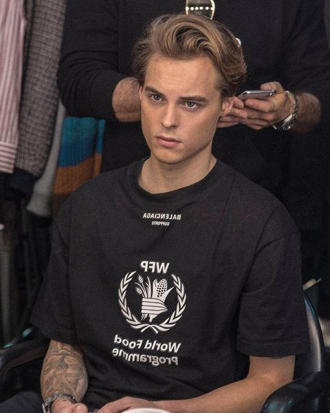 T-shirt, Forehead, Muscle, Neck, Top,