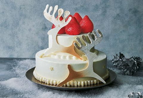 Icing, Dessert, Buttercream, Cake decorating, Food, Cake, Sugar paste, Royal icing, Baked goods, Torte,