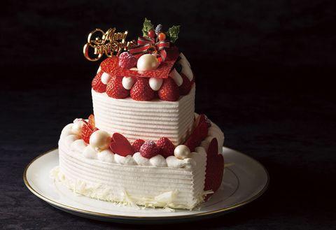 Food, Cake, Whipped cream, Dessert, Cake decorating, Buttercream, Sugar paste, Cream, Icing, Torte,