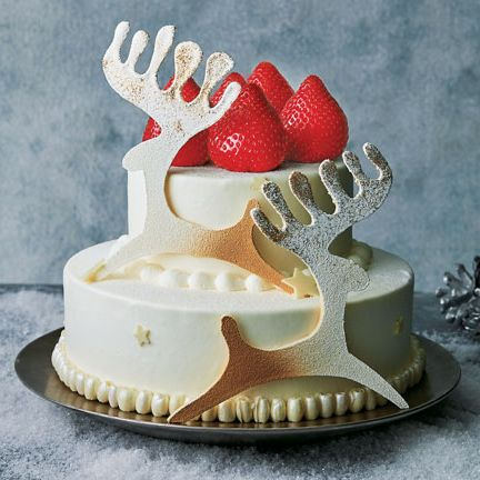 Icing, Dessert, Cake decorating, Buttercream, Cake, Sugar paste, Food, Royal icing, Baked goods, Torte,