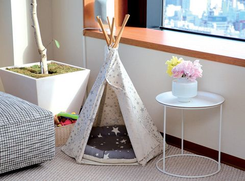 Furniture, Table, Product, Room, Interior design, Coffee table, Shelf, Flowerpot, Houseplant, Vase,