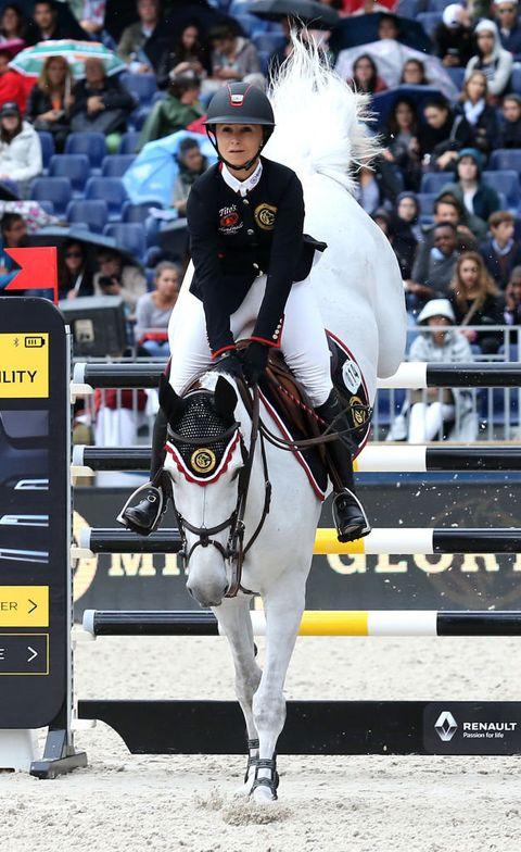 Horse, Halter, Bridle, Equestrian, Animal sports, Sports, Rein, Mammal, English riding, Horse tack,