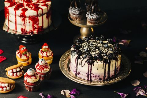 Cake, Food, Dessert, Cake decorating, Icing, Torte, Sugar paste, Baked goods, Sweetness, Buttercream,