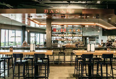 Building, Restaurant, Cafeteria, Food court, Café, Table, Coffeehouse, Interior design, Fast food restaurant, Room,