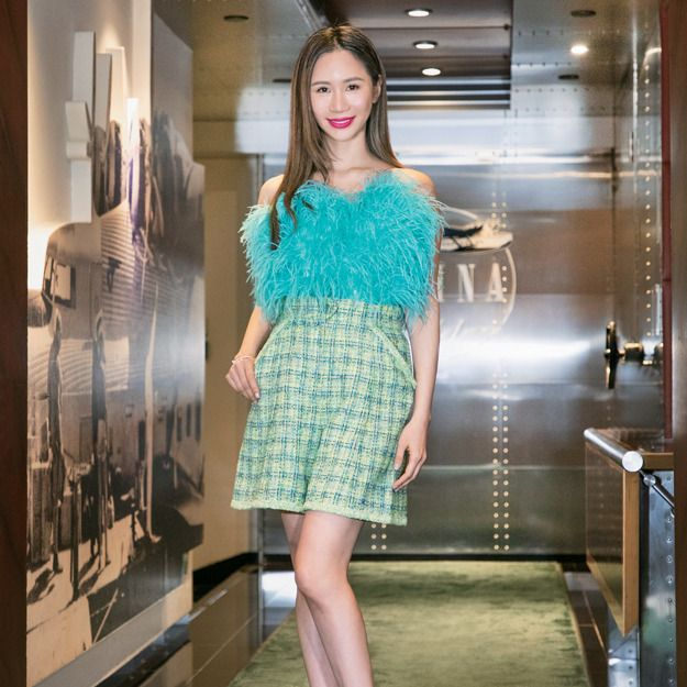 Clothing, Fashion model, Dress, Shoulder, Fashion, Cocktail dress, Beauty, Snapshot, Turquoise, Footwear,