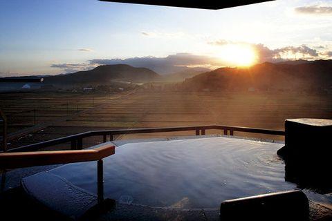 Landscape, Atmosphere, Reflection, Horizon, Highland, Sunlight, Sunrise, Liquid, Sunset, Evening,