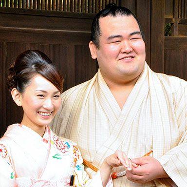 Face, Head, Smile, Textile, Happy, Facial expression, Temple, Kimono, Costume, Tradition,