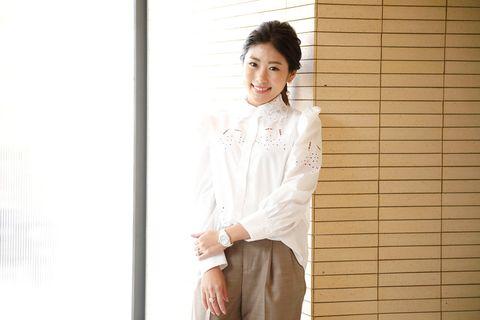 White, Clothing, Shoulder, Sleeve, Neck, Leg, Shirt, Formal wear, Photography, Dress shirt,