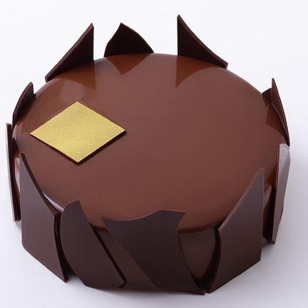 Chocolate cake, Chocolate, Chocolate truffle, Brown, Food, Dessert, Cake, Baked goods, Cuisine, Pastry,