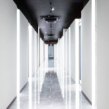 White, Architecture, Black-and-white, Line, Symmetry, Building, Column, Interior design, Room, Hall,